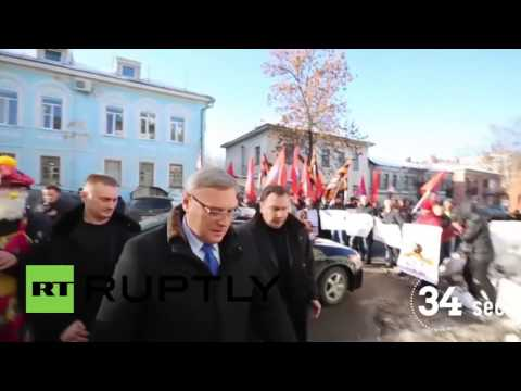Russia: Opposition politician Kasyanov met by angry protesters in Vladimir