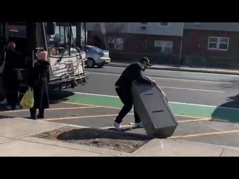 Did this man really try to board a bus with an ATM?