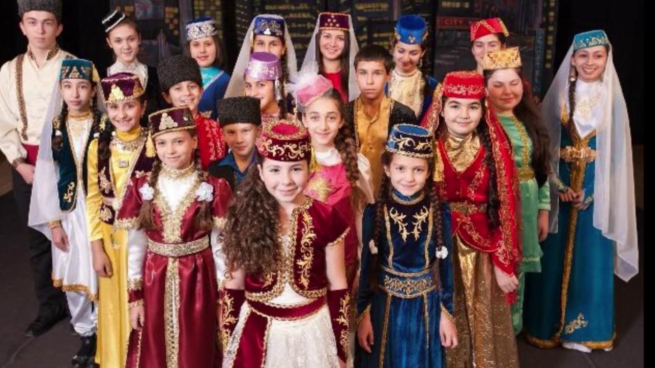 Русский мальчик Алёша заявляет, что он татар