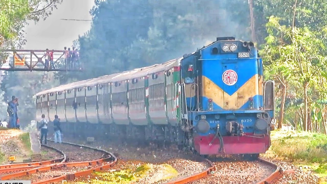 HIGH speed Benapole Express Passing MIRPUR Railway sation    BG PT INKA