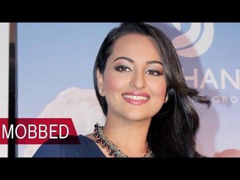 Omg!! Sonakshi Sinha Gets Mobbed, Hides In Her Vanity Van   Bollywood News