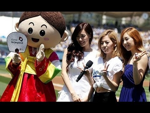 [Video] 130729 SNSD Taeyeon, Tiffany and Sunny at LA Dodgers Stadium
