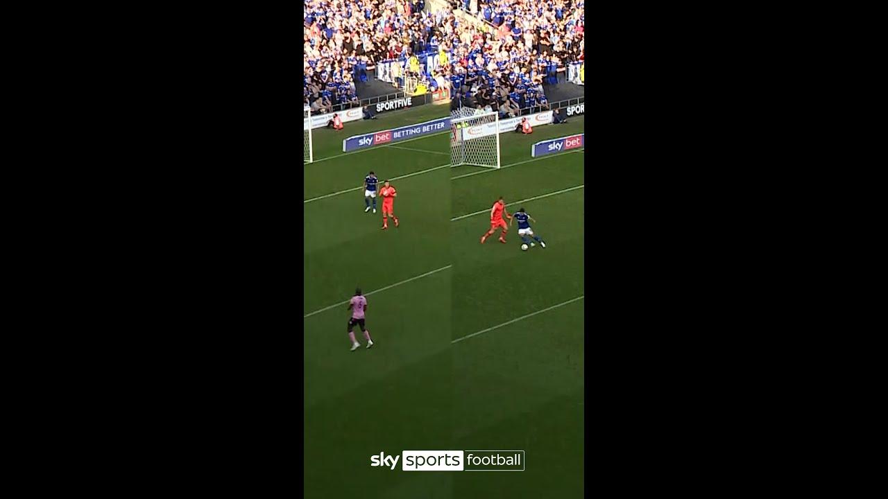 The cheekiest goal of the season?! | Macauley Bonne hides behind goalkeeper to help grab equaliser!