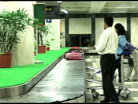 Baggage claim area at Shivaji Airport, Bombay