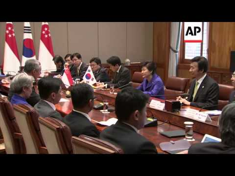 Visiting Singapore PM Hsien Loong meets with South Korean President Park Geun-Hye