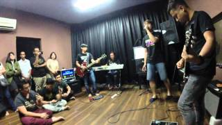 Up and Close - Jamming session with  Akim & The Majistret