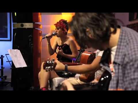 Aydilge - Umbrella [Rihanna Cover] / #akustikhane #sesiniac