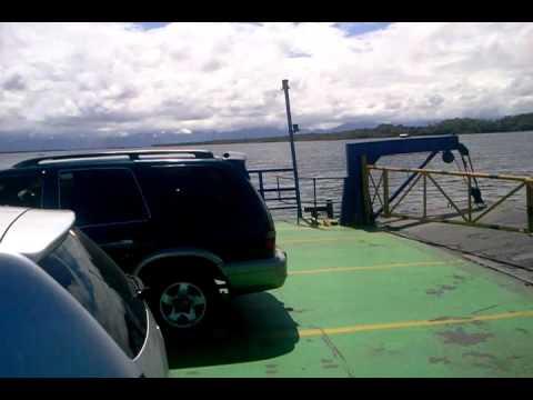 Travessia de ferry boat (balsa) em Santa Catarina