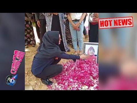 Hot News! Terlambat Datang, Roro Fitria Menangis di Makam Ibunda - Cumicam 16 Oktober 2018