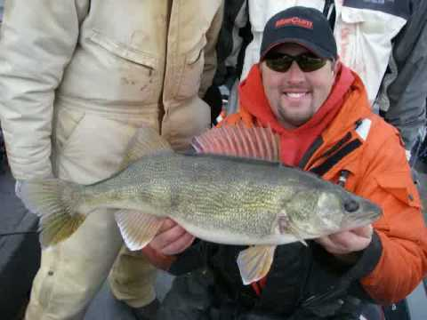 Brown trout and steelhead fishing in milwaukee harbor with for Milwaukee harbor fishing report