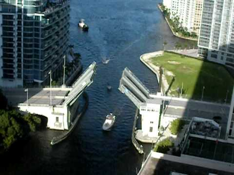 Video of the Brickell Avenue Draw Bridge Opening and Closing