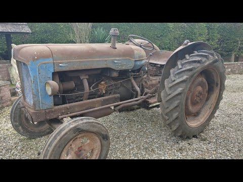 Finding an old Fordson Major buried in rubbish