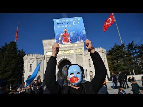 Китай объявил войну футболисту, заступившемуся за уйгуров