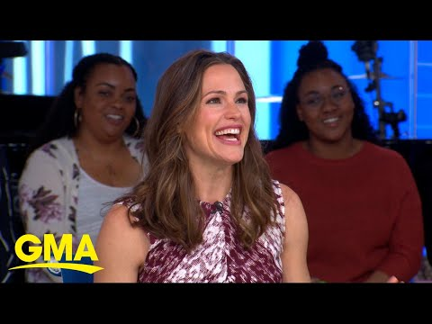 Jennifer Garner gets a birthday surprise ... from a marching band! l GMA