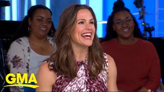 Baixar Jennifer Garner gets a birthday surprise ... from a marching band! l GMA