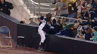 Padres ballgirl makes catch of Opening Night
