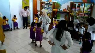 Lirik up and down and shake, shake, shake   Song children at TK Cerdas Cendekia Sariwangi