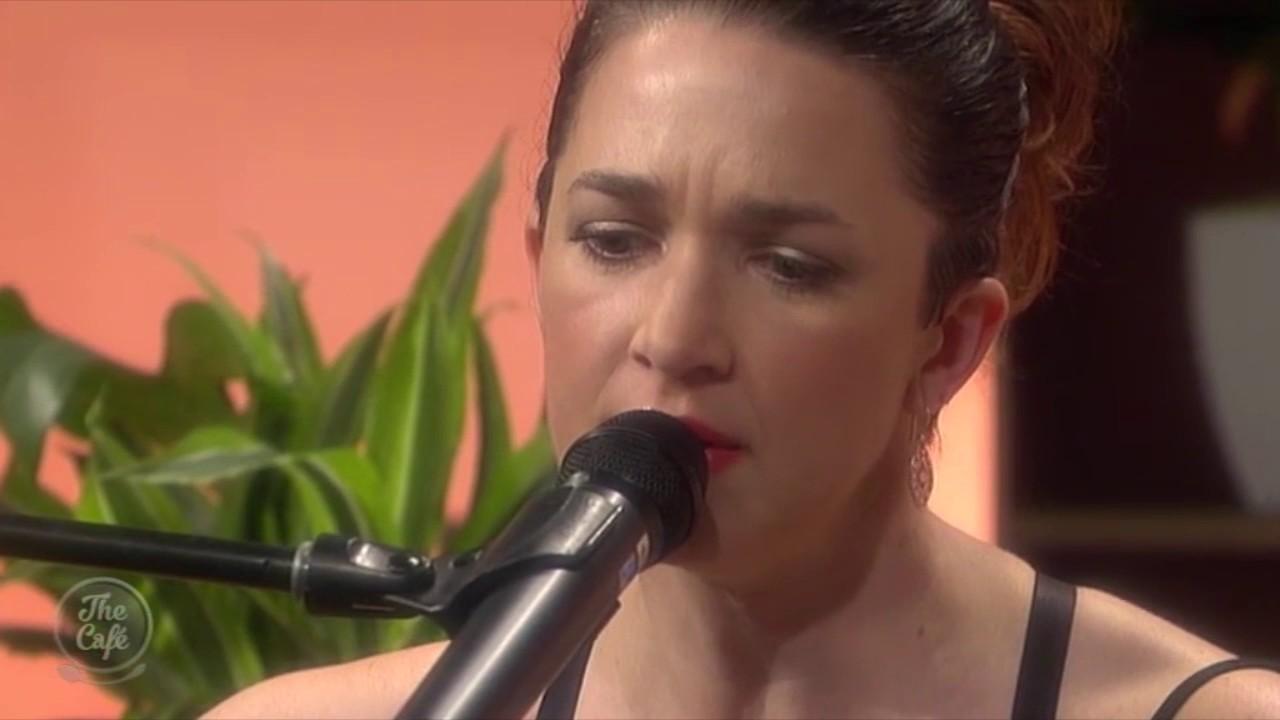 Singer songwriter julia deans and sean james donnelly - Julia descans ...
