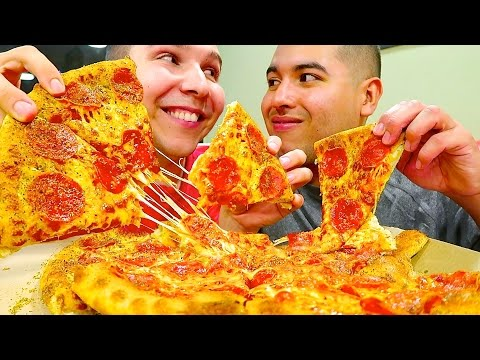Getting Married & Eating Pizza • MUKBANG