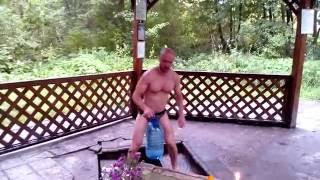 Утреннее обливание после пробежки - Юрий Долгоруков