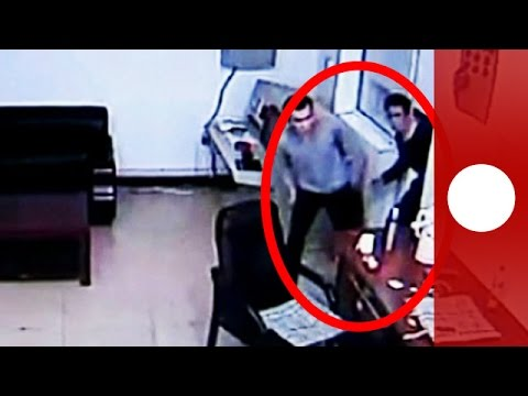 Prison break on tape: 3 men escape after attacking guard in China