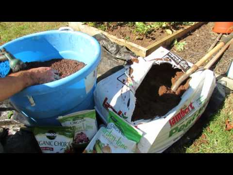 How to Organically Prepare Peat Moss for Container/ Raised Bed Gardens - The Rusted Garden 2013