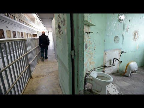حراس السجون في فرنسا يدخلون في إضراب احتجاجا على أوضاعهم  - 10:22-2018 / 1 / 15