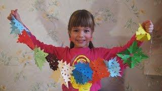 Новогодняя гирлянда. Как сделать обычные снежинки из бумаги своими руками? Поделки для детей.(На видео показано, как сделать простые поделки из цветной бумаги на новый год 2017 своими руками. Девочка..., 2015-11-21T09:09:09.000Z)
