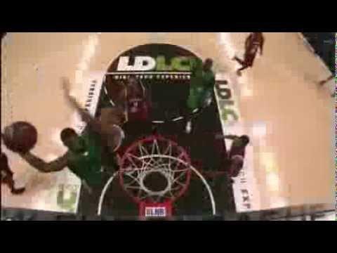 Travis Leslie dunks on Alexis Ajinca!