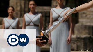 В Греции зажгли олимпийский огонь(В Олимпии состоялась церемония зажжения огня летних Олимпийский игр 2016 года. После церемонии в Греции стар..., 2016-04-21T16:33:03.000Z)