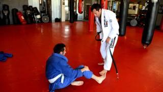 Jiu-Jitsu-black belt rolling with white belt, How to roll with a white belt