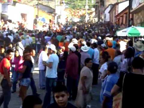Chichihualco - Pendon 2011 - Bandidos intentan robar a vieja de pendon