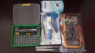 Набор инструментов для ремонта компьютера.