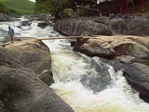 Resultado de imagem para foto Cachoeira Banho de Cerveja em Cortês