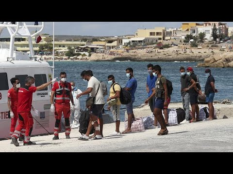 800 migrants removed from overcrowded asylum centre on island of Lampedusa