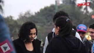 شقيقة علاء عبد الفتاح تشارك ألتراس أهلاوي إحياء ذكرى المذبحة (اتفرج)