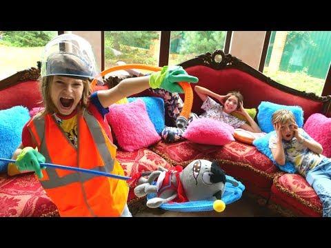 FNAF Animatronikler evi saldırıyorlar. Erkek çocuğu macera oyunu