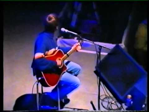 Oasis live: Cast no shadow (acoustic), Whats the story (acoustic), Don't look back in anger.