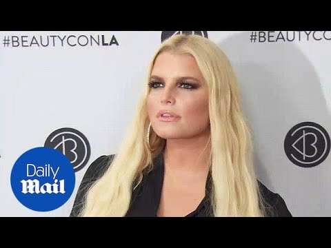 Bold and Beautiful in Black! Jessica Simpson at Beauty Con - Daily Mail