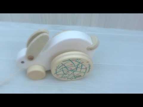 jouet lapin en bois qui roule