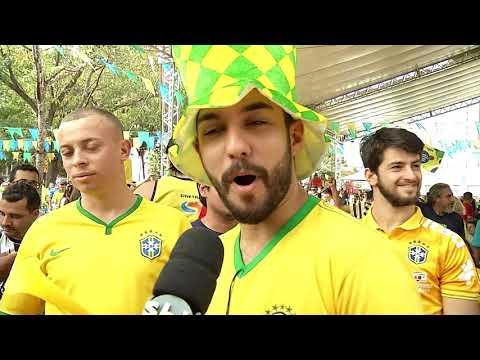 Reunidos na praça do Rádio, torcedores comemoram vitória do Brasil