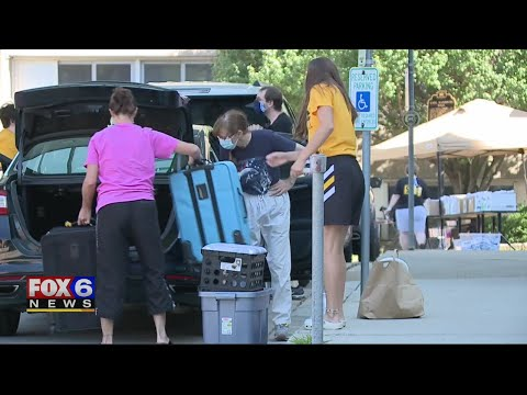 With A Staggered Approach, UWM Students Move Into Dorms