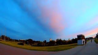 Необычные Атмосферные Явления. Огромное Узкое Длинное Облако Пересекает Небо. Необычные Облака