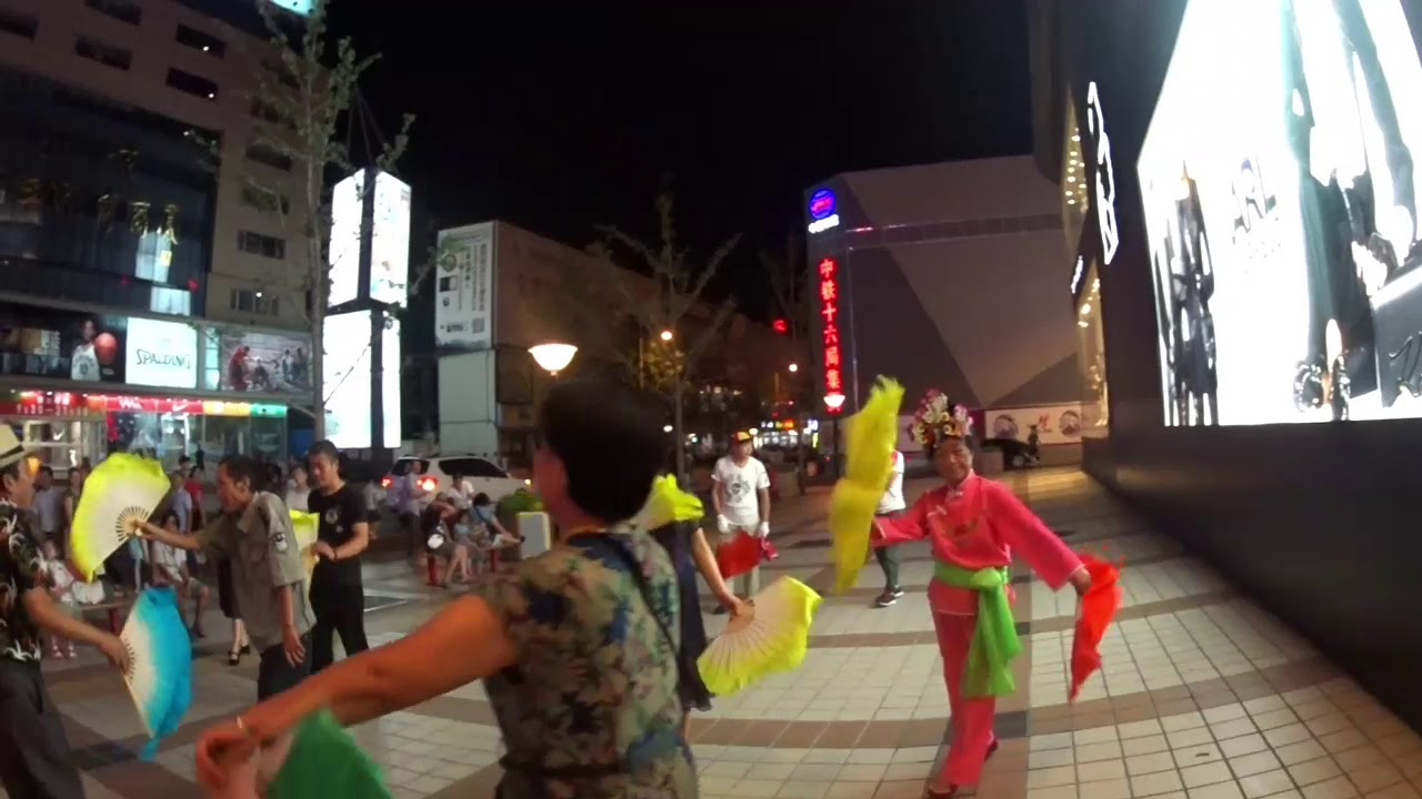 Уличные танцы в Китае.