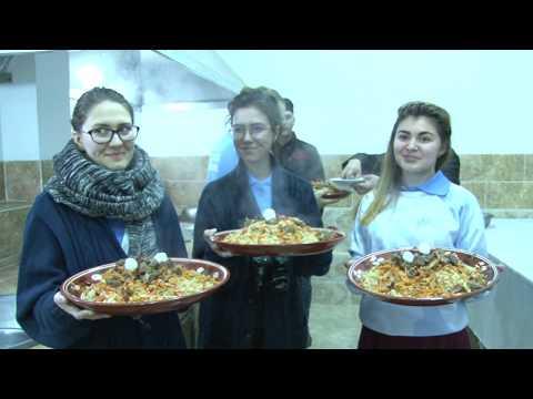 ОШПАЗИИ ДУХТАРАКОИ РУС ДАР ДУШАНБЕ 18.12.17 Русские девушки готовили плов в Душанбе 18.12.17