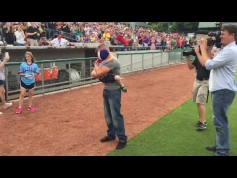 Military Dad Surprising 5-Year-Old Son at Baseball Game Will Make You Smile