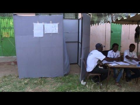 gambie ouverture des bureaux de vote pour la. Black Bedroom Furniture Sets. Home Design Ideas