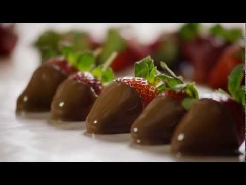 How to Make Elegant Chocolate Covered Strawberries