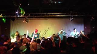 Смотреть видео NATRY feat. Alex Molecul — Каждому Нужен Кто-то @ Афиша, Москва, 09.12.2016 онлайн