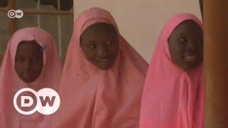 Nigerias Chibok-Mädchen: Mit Angst im Nacken auf der Schulbank   DW Deutsch